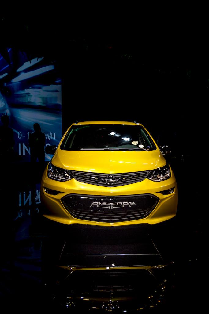 Heute das Auto der Zukunft fahren - der Opel Ampera-e in Paris