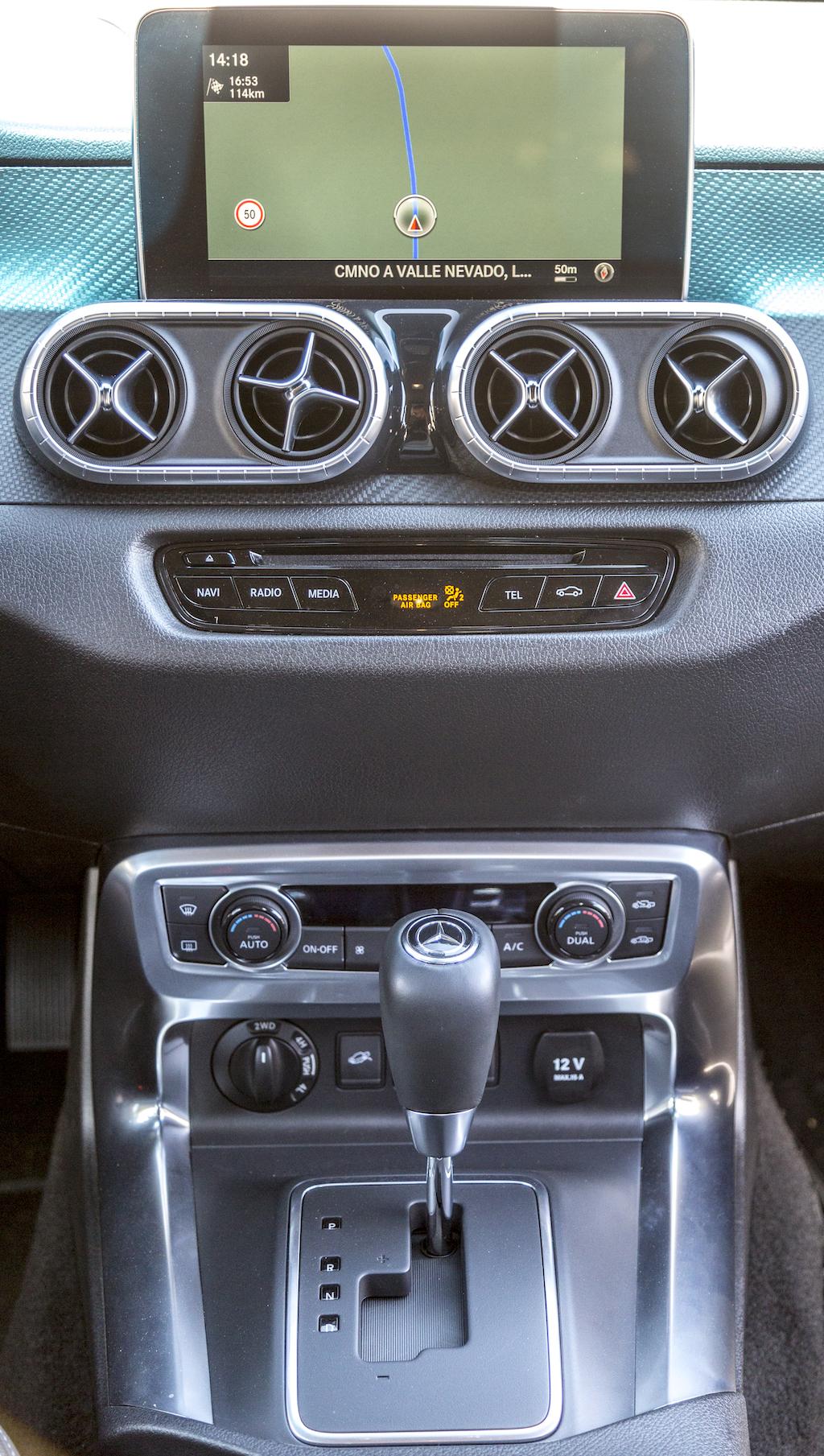 Mercedes-Benz X-Klasse MotorMag Innenraum vorne Mittelkonsole nah