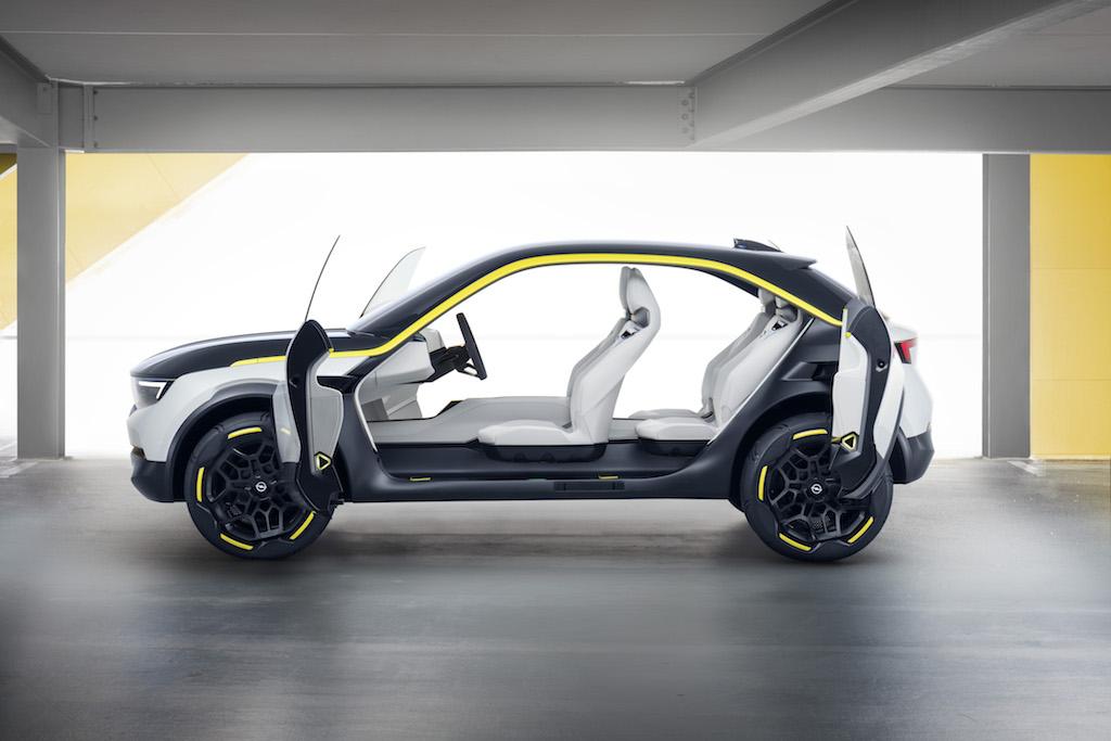 Konzeptstudie Opel GT X Experimental Seite offen