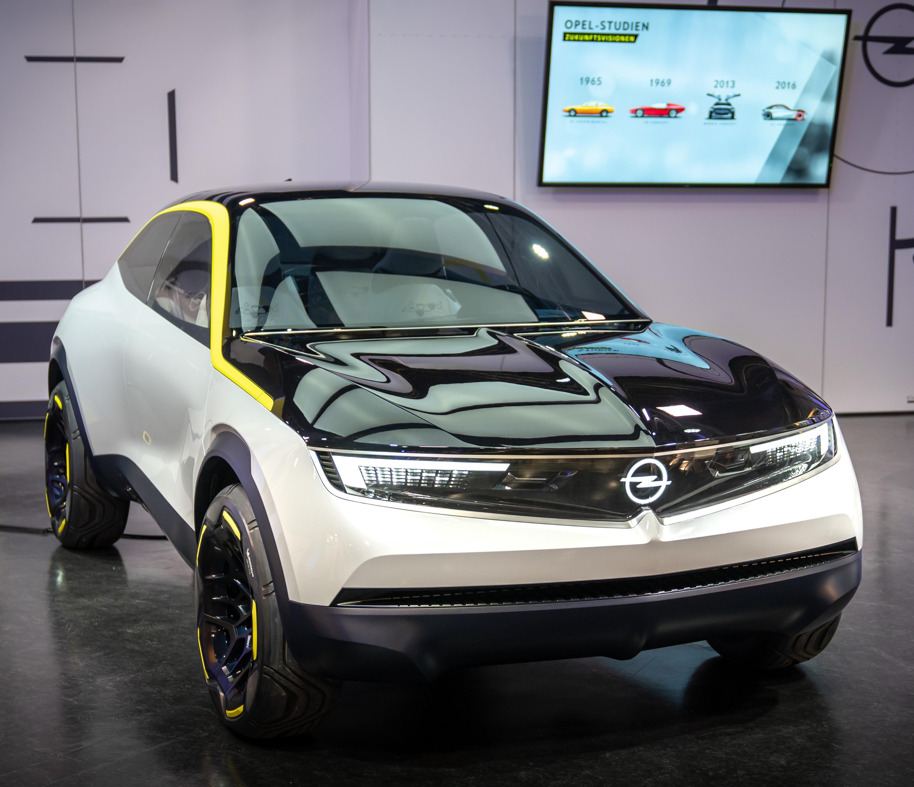 Opel GT X Experimental concept car quadratisch